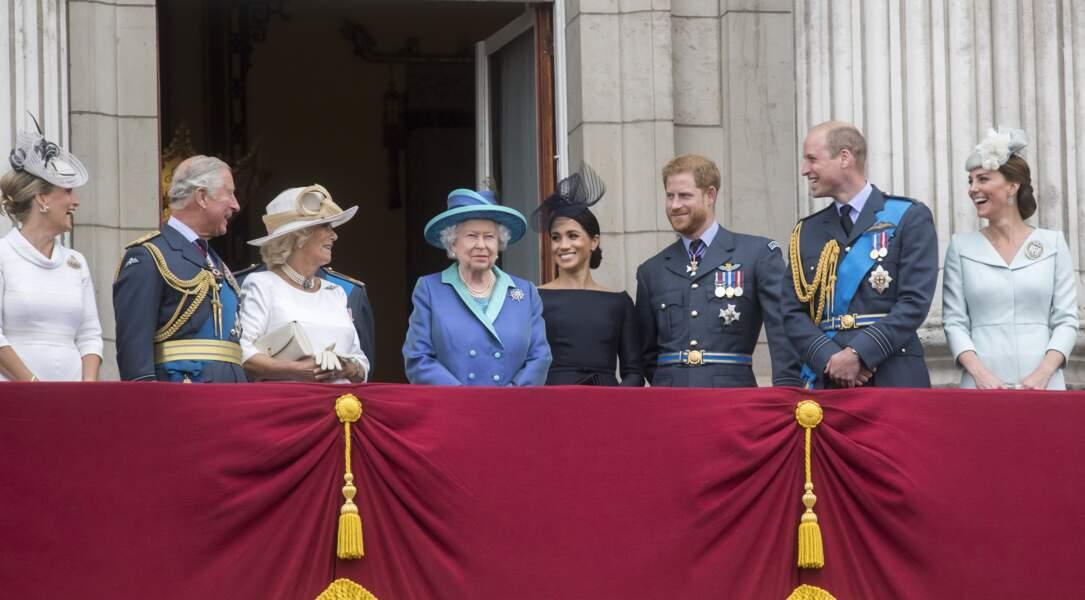 La reine Elisabeth en famille au balcon de Buckingham le 10 juillet 2018