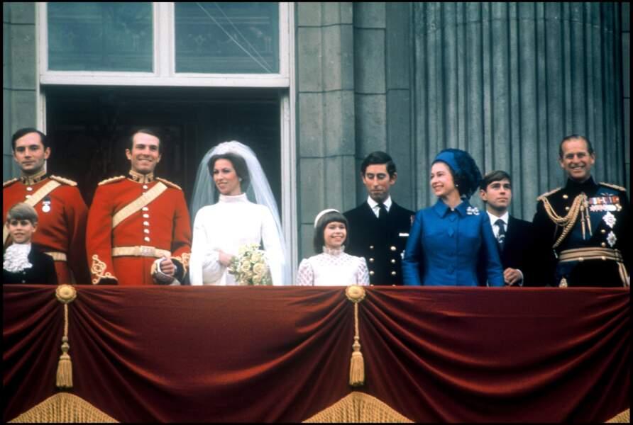 La reine Elisabeth II, tout sourire lors du mariage de sa fille Anne, en 1973