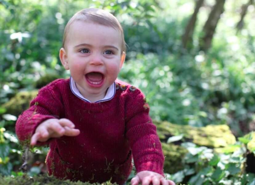 Louis dans les bois entourant Anmer Hall, au printemps. C'est sa maman, Kate Middleton, passionnée de photographie, qui a pris ce cliché.