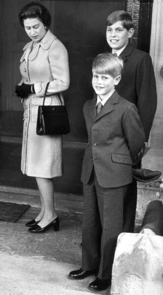 La reine Elisabeth II avec ses fils Edward et Andrew en 1972