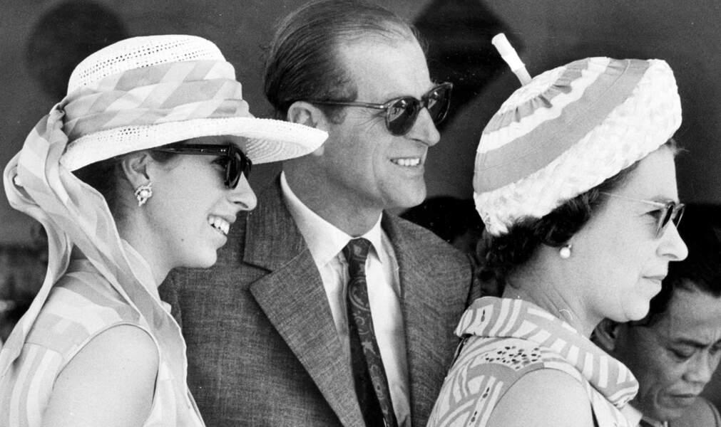 La reine Elisabeth avec son mari le prince Philip et la princesse Anne, en 1972