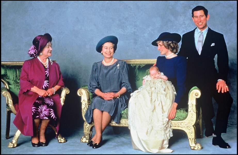 La reine Elisabeth lors du baptême du prince Harry en 1984