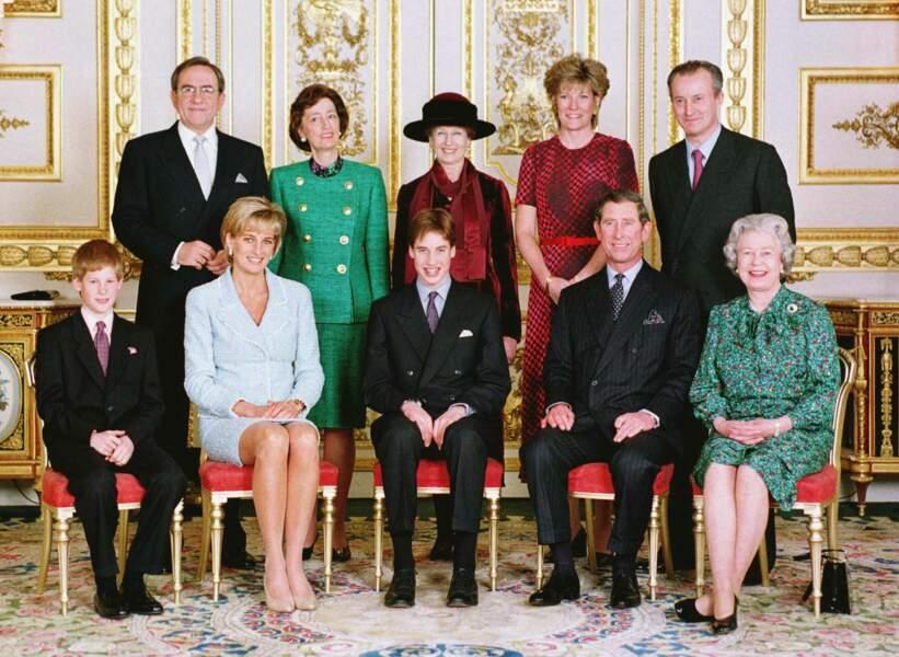 La reine Elisabeth II en famille à l'occasion de la confirmation du prince William, le 9 mars 1997