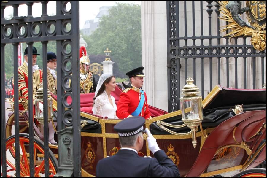 A la sortie de l'Abbaye, Kate et William s'étaient rendus jusqu'à Buckingham Palace en carrosse.
