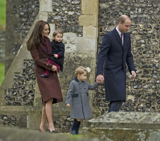 La famille royale de Cambridge, Kate, William, et leurs enfants, George et Charlotte, le 25 décembre 2016.