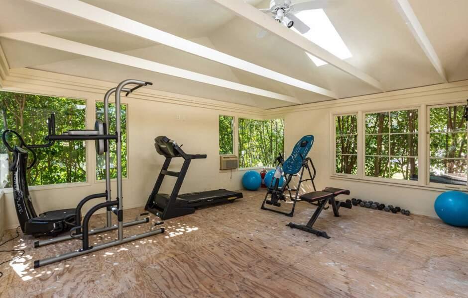 La demeure comporte également une salle de sport tout équipée.