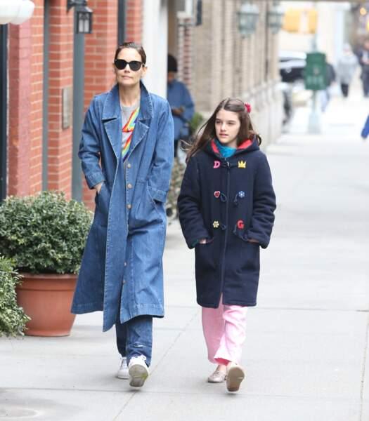 Katie Holmes et sa fille Suri Cruise se promènent à New York, le 13 mars 2019.