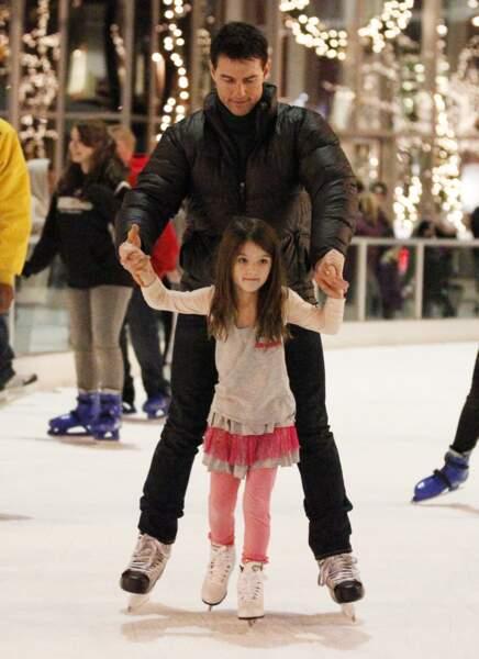 Suri Cruise fait du patinage avec son père Tom Cruise.