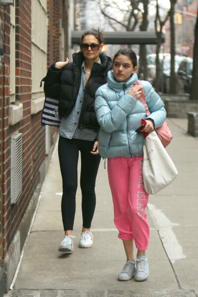 Katie Holmes et sa fille Suri Cruise s'habillent pareil, ici à New York le 1er février 2020.