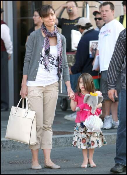 Suri Cruise porte des chaussures à talons, elle n'a que 4 ans.