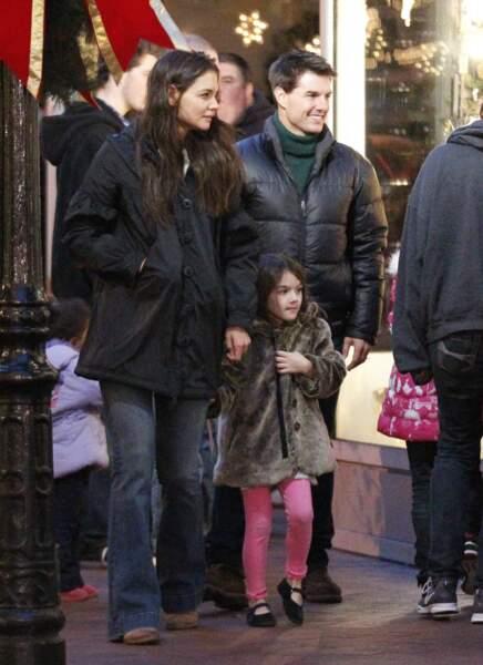 Suri Cruise, 5 ans, porte déjà une fourrure et du vernis, ici en 2012, peu de temps avec la séparation de ses parents.