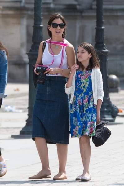 Katie Holmes et sa fille Suri Cruise font du shopping à Paris le 30 juin 2018.