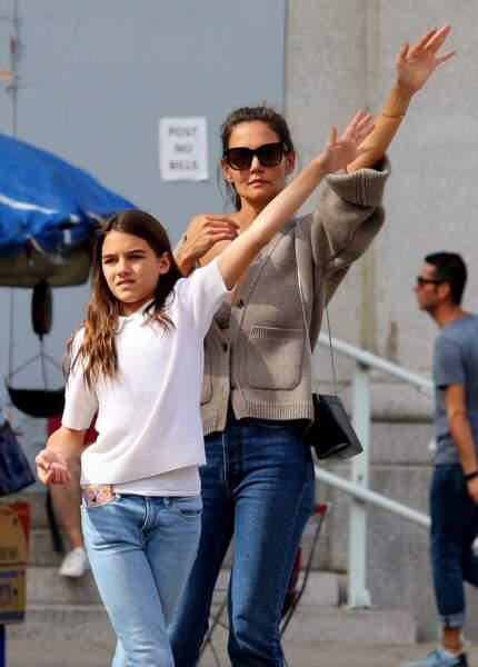 Katie Holmes et sa fille Suri Cruise inspérables pour de longues séances shopping à Manhattan en août 2019.
