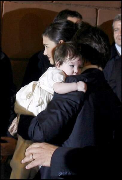 Suri Cruise est née le 18 avril 2006 à Santa Monica en Californie. Ses parents, Katie Holmes et Tom Cruise, se marient quelques mois plus tard, en novembre 2006.