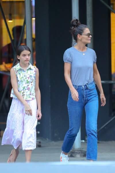 Katie Holmes et sa fille Suri Cruise se baladent dans les rues de New York, le 19 août 2019
