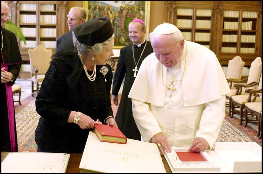 Jean Paul II et la reine Elizabeth II au Vatican en 2000