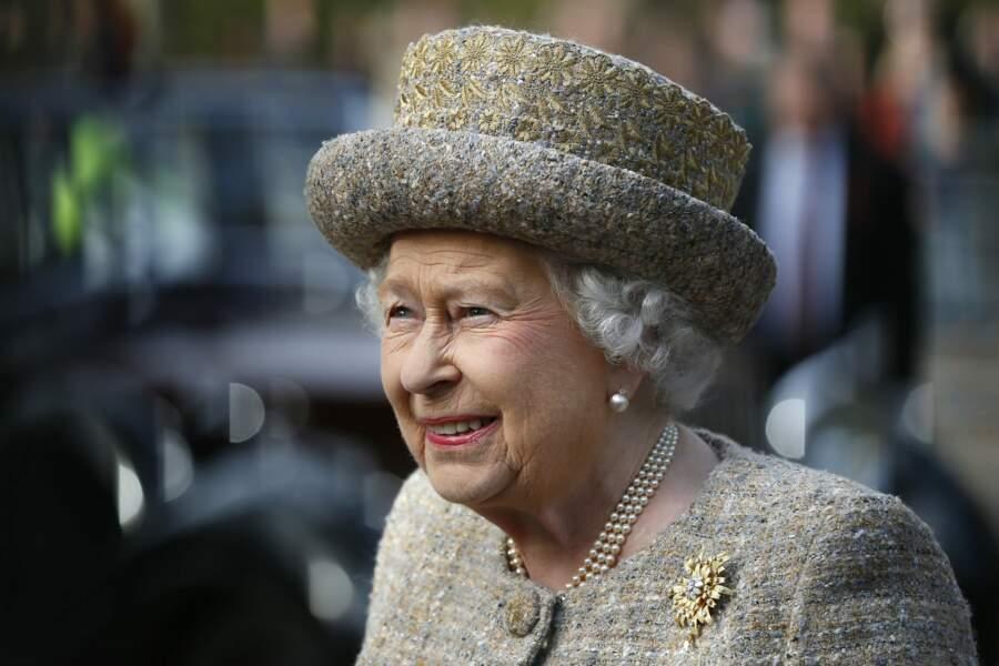"La reine Elisabeth II d'Angleterre lors de l'inauguration du ""Flanders Fields Memorial Garden"" à Londres, en 2014"