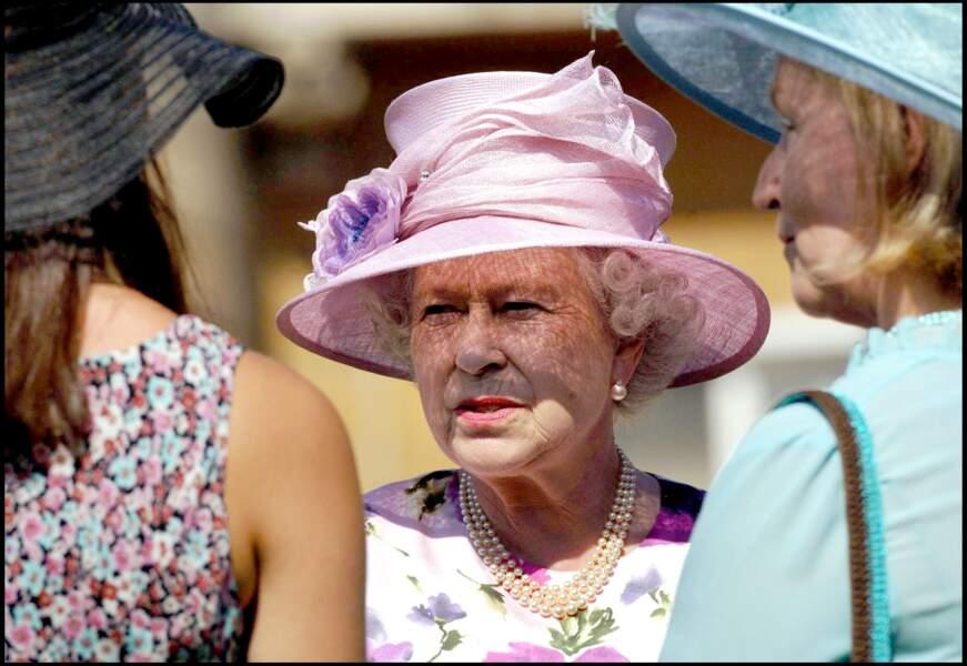 La reine Elizabeth II à la garden party pour le fête de l'été à Buckingham Palace en 2005
