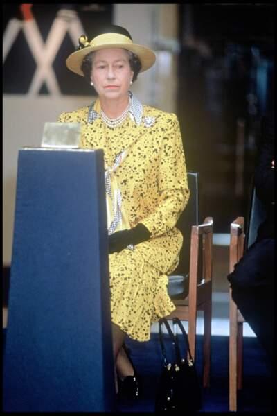 Elizabeth II en visite au musée de la guerre en 1989