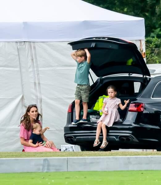 Kate Middleton et ses enfants George, Charlotte et Louis, lors du match de polo King Power Royal Charity Polo Day, le 10 juillet 2019.