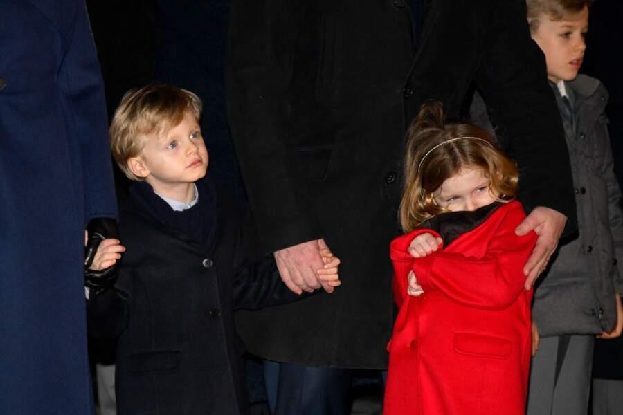 Les jumeaux de Monaco, Jacques et Gabriella, jamais loin de leurs parents.