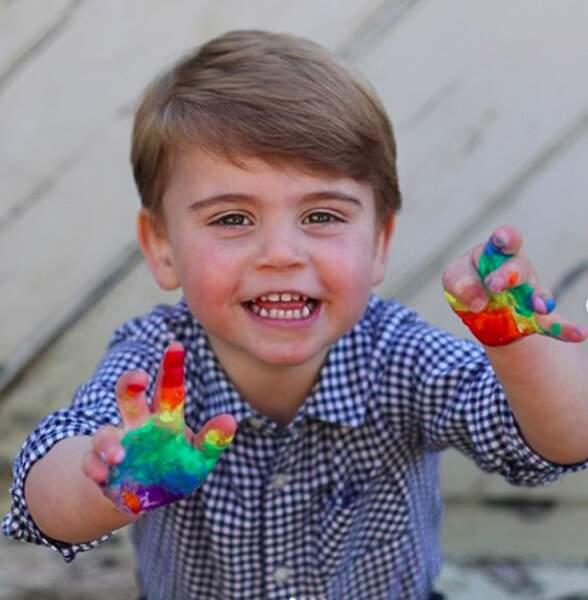 Sa maman Kate Middleton a d'ailleurs préparé plusieurs surprises au petit prince Louis pour son second anniversaire. Une belle journée s'annonce.