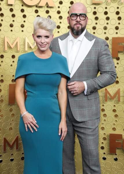 Chris Sullivan (Toby) ne quitte pas son épouse Rachel Reichard sur le tapis rouge. Le couple est marié depuis 2010