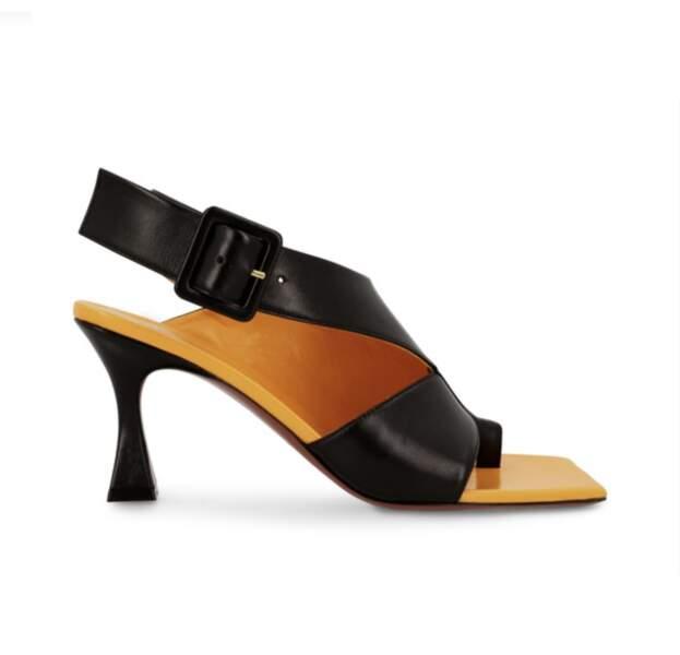 Sandales à talons pyramides, 485 €, MANU ATELIER
