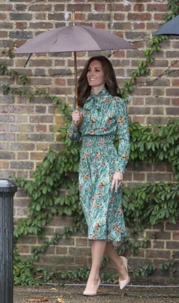 Kate Middleton en robe fleurie Prada,  le 30 août 2017.