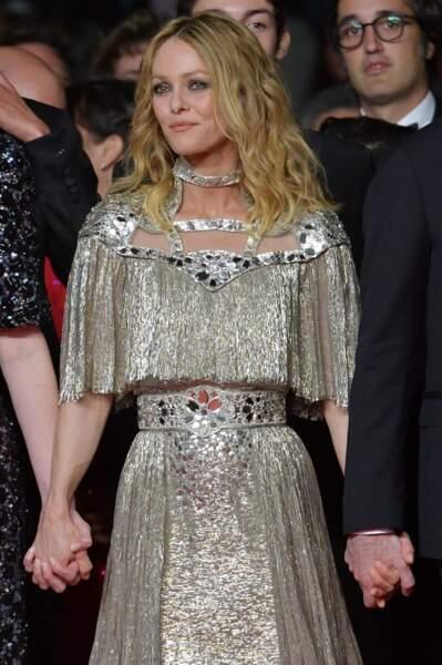 Vanessa Paradis sublime en robe dorée à Cannes le 17 mai 2018.
