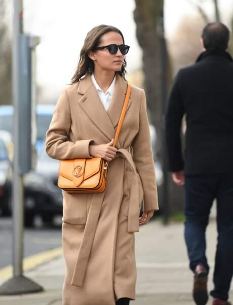 Alicia Vikander, actrice suédoise, le porte en orange