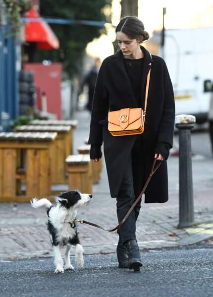 La franco-britannique Stacy Martin  a opté pour la couleur orange.