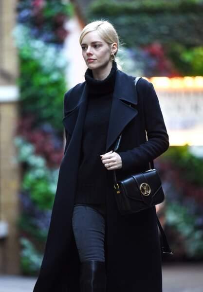 L'australienne Samara Weaving  a choisi le sac dans son coloris noir.