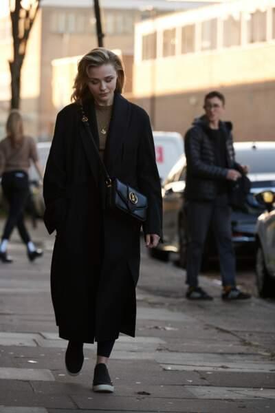 L' américaine Chloë Grace Moretz a choisi une version en cuir souple noir profond.