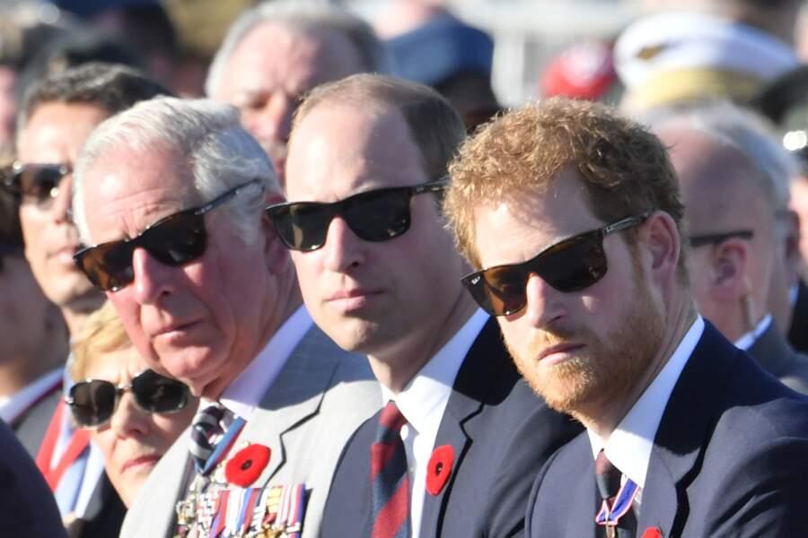 Le prince Charles, prince de Galles, le prince William, tous les trois en lunettes de soleil noires, et des Ray-Ban,  le 9 avril 2017.