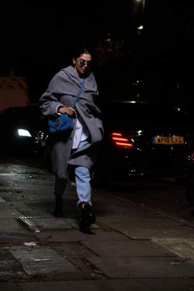 L'actrice indienne Deepika Padukone avec le sac LV Pont 9 bleu.