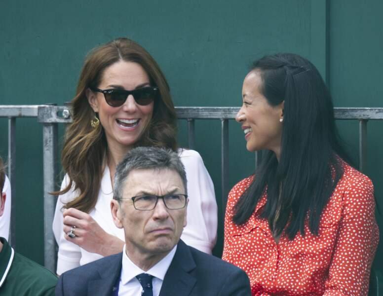 Kate) Middleton avec ses Wayfarrer de Ray Ban en 2019.