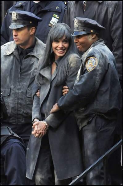 Angelina Jolie et les cheveux noirs corbeau pour le tournage du film Salt en 2010.