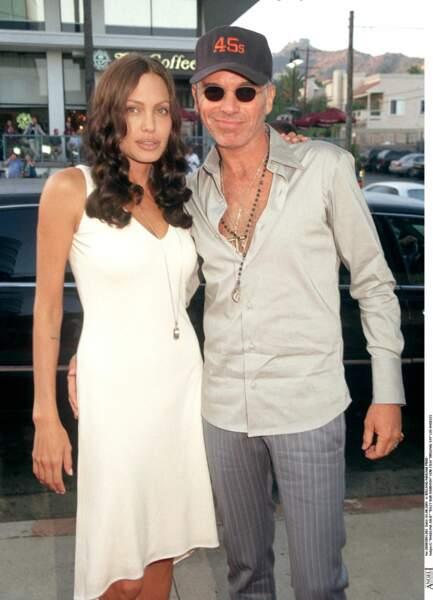 Angelina Jolie en 1999 avec l'acteur Billy Bob Thornton avec qui elle reste mariée quelques années.