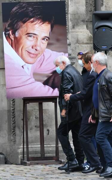 Jean-Paul Belmondo aux obsèques de Guy Bedos à l'Eglise Saint-Germain-des-Prés