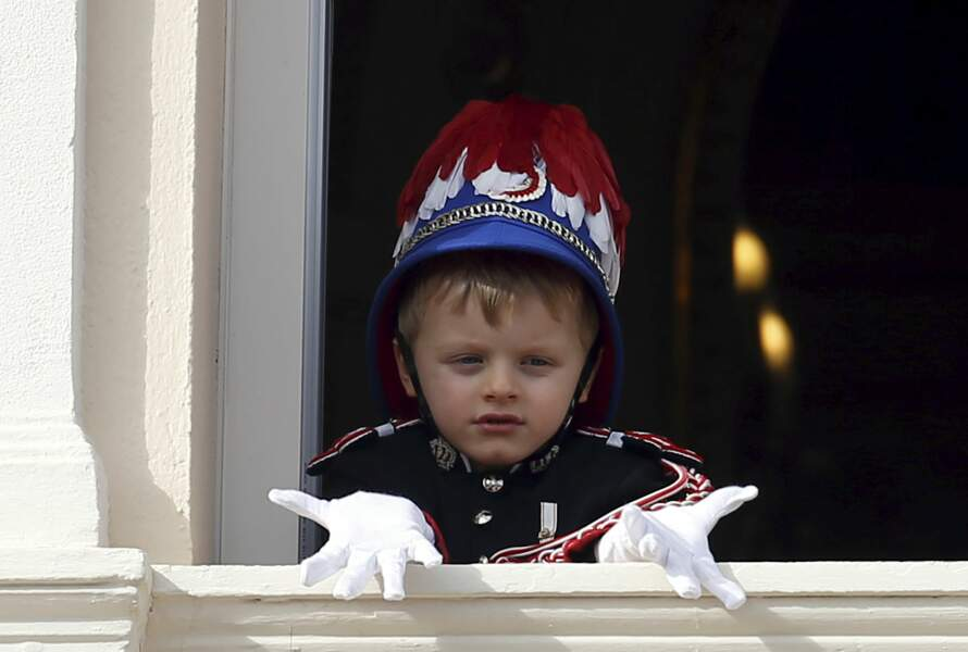 Le prince héréditaire Jacques de Monaco, 5 ans, au balcon du palais, le 19 novembre 2019