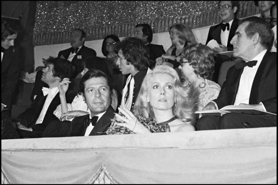 Marcello Mastroianni et Catherine Deneuve se séparent quelques temps plus tard.