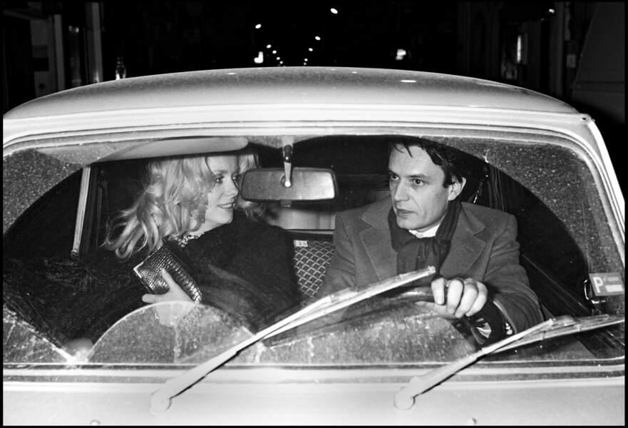 Après sa séparation avec Marcello Mastroianni, Catherine Deneuve vit une romance avec l'agent Bertrand de Labbey. Ici, les deux amants à Paris, en 1977.