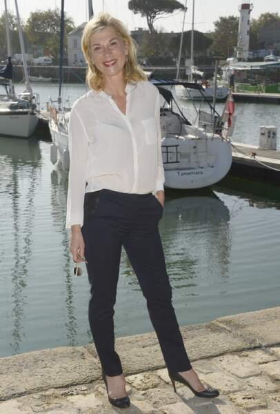 2014 : Michèle Laroque au festival de la Rochelle. Look chic et décontracté.