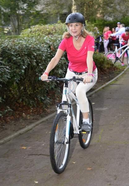 """2014 : très engagée, Michèle Laroque participe au """"Triathlon Des Roses"""" pour la recherche contre le cancer du sein."""