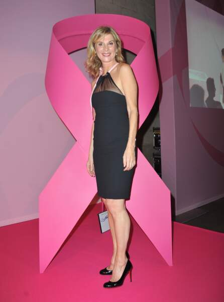 """2013 : Michèle Laroque lors de la soirée """"Octobre Rose"""" organisée par Estee Lauder pour l'association """"Le Cancer du Sein, Parlons-en !"""""""