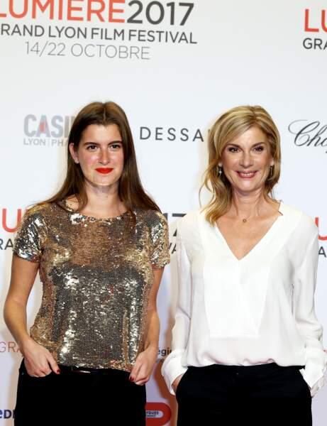 2017 : Michèle Laroque et sa fille Oriane Deschamps, très complices, multiplient les tapis rouge ensemble.