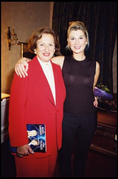 2001 : Michèle Laroque avec sa maman, Doïna Trandabur, danseuse et violiniste roumaine.