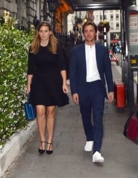 La princesse Beatrice d'York et son fiancé Edoardo Mapelli Mozzi ont officialisé leur couple en novembre 2018. En octobre dernier, Sarah Ferguson, la mère de la princesse a annoncé leurs fiançailles, mais le mariage a dû être reporté à cause de l'épidémie de coronavirus.
