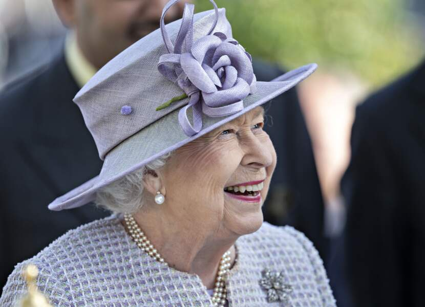 La reine Elisabeth II d'Angleterre arrive à Ascot pour les Champion day Race le 19 octobre 2019.